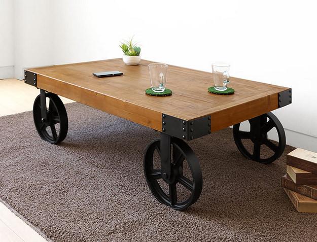 車輪で動くおしゃれなローテーブル