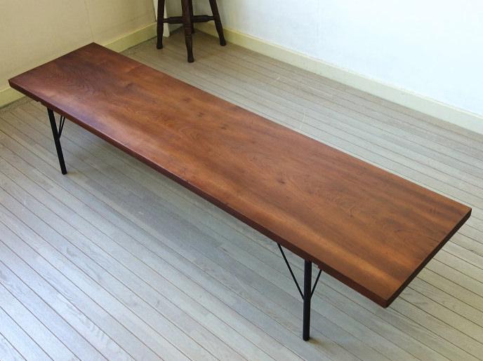 古材を使ったアイアン脚ローテーブル