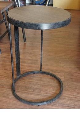 丸いサイドテーブル