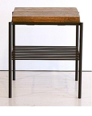 棚付きのサイドテーブル