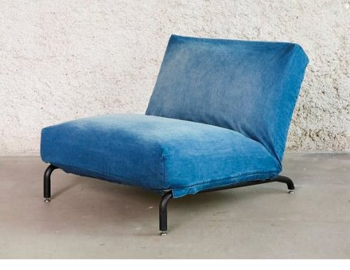 青い一人用ソファ