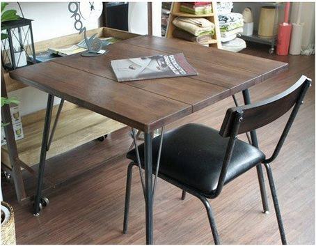 無垢材のおしゃれな2人用テーブル