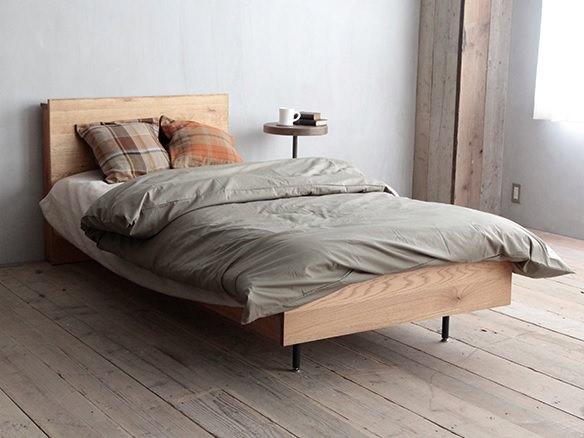 木の温もり溢れるベッドフレーム