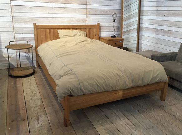 オークのベッドフレーム