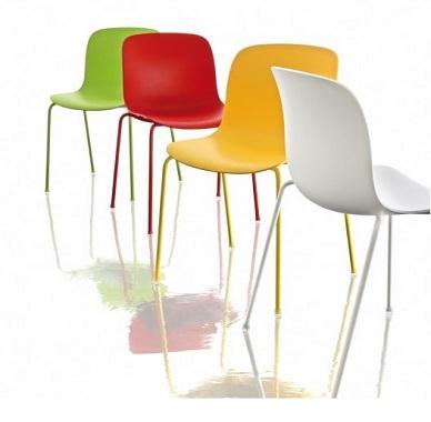 カラフルな椅子