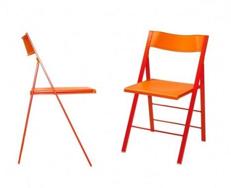 畳むととても薄くなる椅子