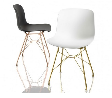 ワイヤーフレームの椅子