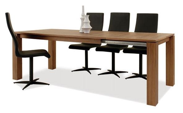 伸縮自在のダイニングテーブル