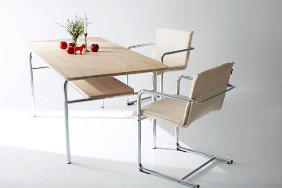 スチール脚の北欧テーブル
