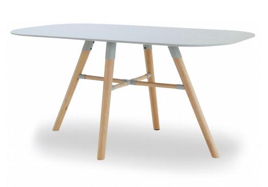 面白いデザイン脚の北欧系テーブル
