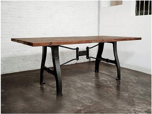 重厚感のあるテーブル