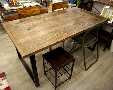 角パイプの古材テーブル
