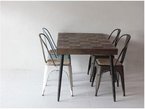 チェス盤のようなテーブル