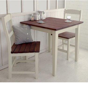 カントリー調な2人用テーブル