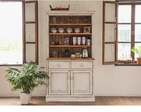 ハンドメイドの食器棚
