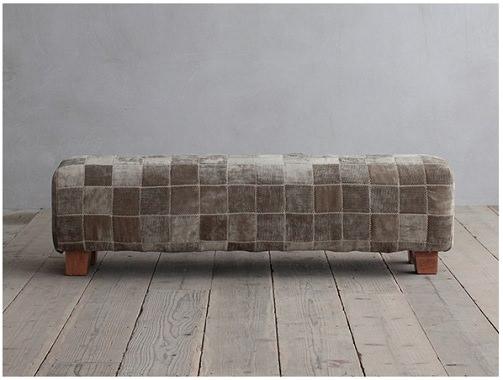ファブリック素材の珍しいベンチ