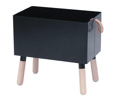 4本脚の収納ボックス