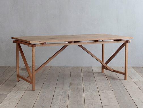 節有りオークの大型テーブル