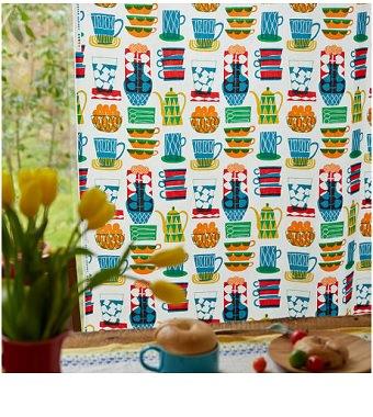 食器絵のカフェ風カーテン