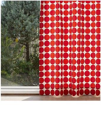 水玉のカーテン