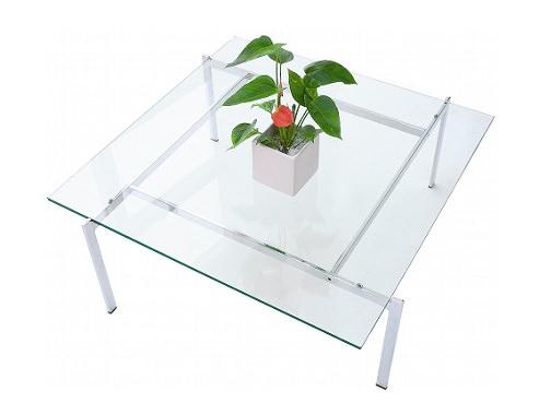 クリアなガラステーブル