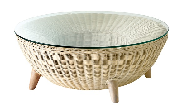 ラタン製のガラステーブル