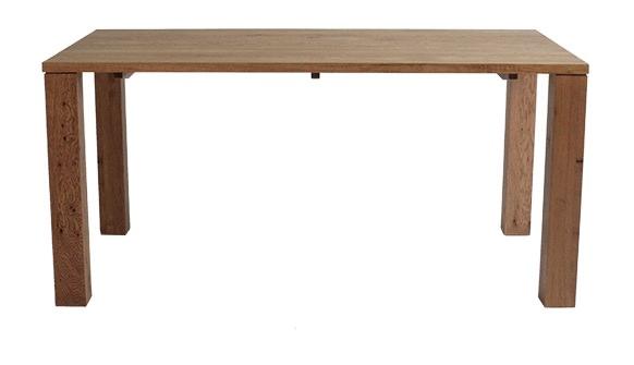 ナチュラルな大型テーブル