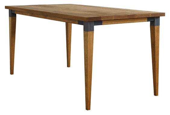 シンプルなオークテーブル